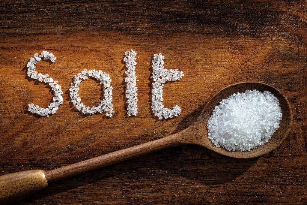 9 Σημάδια ότι τρώς πολύ αλάτι…